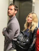 Sienna Miller, Jude Law - Londra - 03-01-2011 - Jude Law ci ricasca: quinto figlio in arrivo…dalla ex!