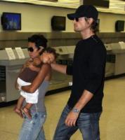 Gabriel Aubry, Halle Berry - Miami - 04-08-2009 - Gabriel Aubry seguirà la figlia Nahla e Halle Berry a New York