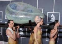Lady Gaga - Los Angeles - 13-02-2011 - Lady Gaga ubriaca dopo i Grammy