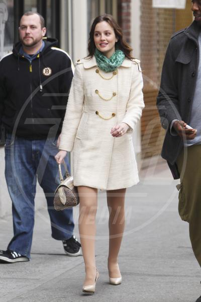Leighton Meester - New York - 18-02-2011 - Corto e colorato: ecco il cappotto di primavera