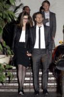 Adam Shulman, Anne Hathaway - Los Angeles - 23-02-2011 - Anne Hathaway festeggia il fidanzamento con amici e famiglia