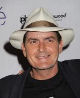 """Charlie Sheen - Los Angeles - 25-12-2009 - Charlie Sheen """"drogato di se stesso"""" vuole 3 milioni di dollari a puntata"""