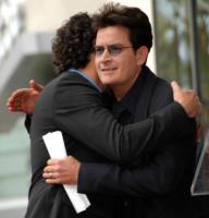 "Chuck Lorre, Charlie Sheen - Hollywood - 12-03-2009 - Charlie Sheen ""drogato di se stesso"" vuole 3 milioni di dollari a puntata"