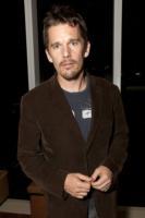 Ethan Hawke - Los Angeles - 21-04-2011 - Ethan Hawke diventerà papà per la quarta volta