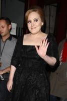 Adele - Londra - 09-12-2010 - A sette mesi dalla sua uscita Someone Like You torna in testa alla Billboard Hot 100's