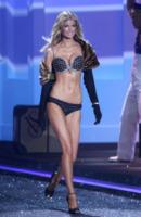 Marisa Miller - New York - 19-11-2009 - Rosie Huntington-Whiteley è la donna piu' sexy al mondo per la rivista FHM