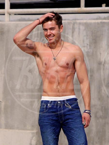Zac Efron - Los Angeles - 06-07-2011 - Michael Phelps prende la decisione più sofferta