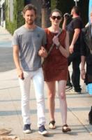 Adam Shulman, Anne Hathaway - Beverly Hills - 17-09-2011 - Anne Hathaway festeggia il fidanzamento con amici e famiglia