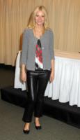 Gwyneth Paltrow - New York - 14-04-2011 - Il cardigan ritorna dagli Anni Ottanta con furore