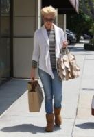 Katherine Heigl - Beverly Hills - 20-05-2011 - Il cardigan ritorna dagli Anni Ottanta con furore