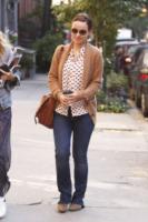 Olivia Wilde - New York - 07-10-2011 - Il cardigan ritorna dagli Anni Ottanta con furore