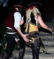 Matt Rutler, Christina Aguilera - Brentwood - 01-11-2011 - Ad Halloween le star si vestono così