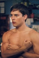 Tobey Maguire - Los Angeles - 30-11-2006 - Che fine hanno fatto i muscoli di Tobey Maguire?