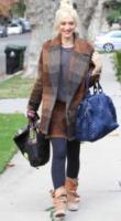 Gwen Stefani - Los Angeles - 24-11-2011 - Basta tinta unita! Colora l'inverno con un cappotto fantasia!