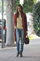 Zoe Saldana - Los Angeles - 19-01-2012 - Il cardigan ritorna dagli Anni Ottanta con furore