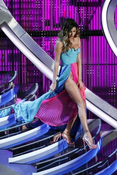 Belen Rodriguez - Sanremo - 16-02-2012 - Spacchi estremi: da Belen a Giulia Salemi e Dayane Mello