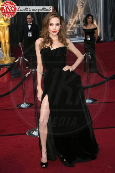 Angelina Jolie - Hollywood - 26-02-2012 - Anelli di fidanzamento delle star: qual è il vostro preferito?