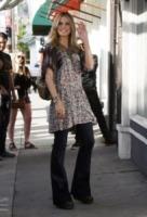 Heidi Klum - Los Angeles - 10-03-2011 - Corsi e ricorsi fashion: dagli anni '70 ecco i pantaloni a zampa