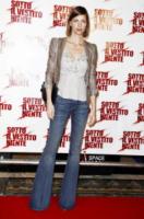Martina Colombari - Milano - 21-03-2011 - Corsi e ricorsi fashion: dagli anni '70 ecco i pantaloni a zampa