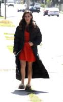 Jessica Lowndes - Los Angeles - 21-03-2012 - Celebrity con i piedi per terra: W le pantofole!