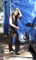 Shenae Grimes - Los Angeles - 21-03-2012 - Celebrity con i piedi per terra: W le pantofole!