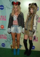 Samantha Droke, Ashley Tisdale - Hollywood - 25-03-2012 - Jennifer Lopez e le altre, sexy in shorts in barba al freddo