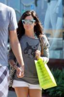 Ashley Tisdale - Los Angeles - 31-07-2010 - Gli occhiali sono lo specchio dell'anima delle star