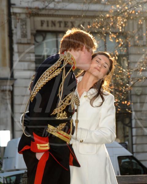 Pippa Middleton, Principe Harry - Londra - 07-12-2011 - Guardate dov'è finito il vestito del Royal Wedding di Pippa