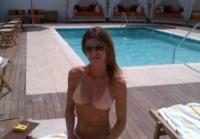 Elisabetta Canalis - Los Angeles - 10-04-2012 - L'estate non è solo mare, ma anche tranquillitàdella piscina