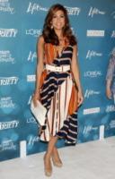 Eva Mendes - Los Angeles - 31-01-2011 - In primavera ed estate, vesti(v)amo alla marinara