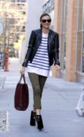 Miranda Kerr - New York - 25-11-2011 - In primavera ed estate, vesti(v)amo alla marinara