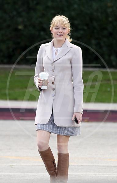Emma Stone - Los Angeles - 06-01-2011 - Corto e colorato: ecco il cappotto di primavera