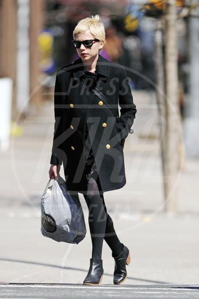 Michelle Williams - New York - 29-03-2011 - Corto e colorato: ecco il cappotto di primavera