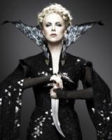 Charlize Theron - Los Angeles - 22-07-2011 - Specchio, specchio delle mie brame…
