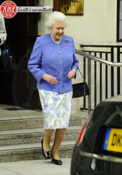 Regina Elisabetta II - Londra - 06-06-2012 - Elisabetta II, viola che vince non si cambia!
