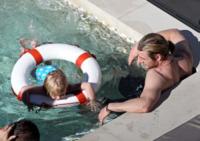 Chris Hemsworth - Sydney - 18-06-2012 - L'estate non è solo mare, ma anche tranquillitàdella piscina