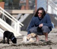 Jim Carrey - Malibu - 29-06-2012 - Bizzarrie da star: Barbra Streisand clona il suo cane
