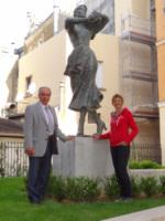 Jacques J. P. Martin, Elisabeth Cibot - 02-08-2012 - Tutti i personaggi che si sono meritati una statua