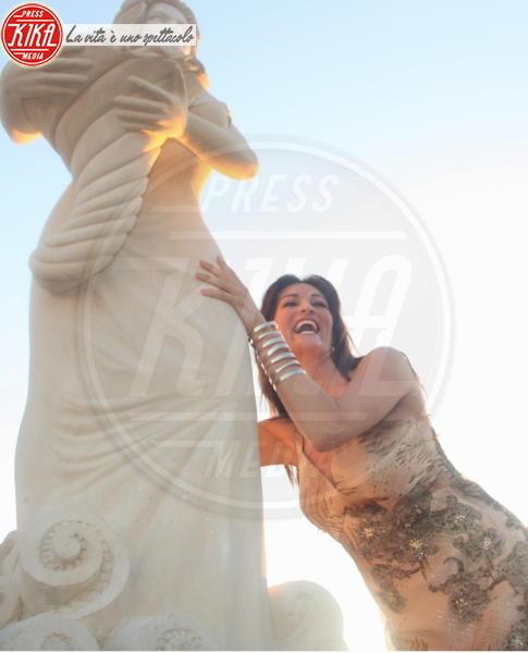 Manuela Arcuri - Porto Cesareo - 09-07-2011 - Tutti i personaggi che si sono meritati una statua