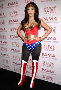 Kim Kardashian - Los Angeles - 30-10-2008 - Ad Halloween le star si vestono così