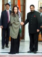 "Angelina Jolie - New Dehli - 05-11-2006 - Angelina Jolie:""Bush mi complica il lavoro"""