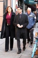 Danny Pino, Mariska Hargitay - New York - 18-12-2012 - Mariska Hargitay sul set di Law & Order