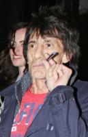 Ronnie Wood - Londra - 29-03-2012 - Adios tabacco, le star preferiscono il vapore acqueo