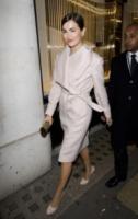 Camilla Belle - Londra - 05-12-2012 - Le celebrities vanno in bianco… anche d'inverno!