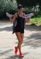 Elisabetta Canalis - Hollywood - 04-01-2013 - Tieniti  in  forma   con   l'hiking!
