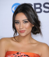 Shay Mitchell - Los Angeles - 09-01-2013 - People's Choice Awards: capelli sciolti o raccolti?