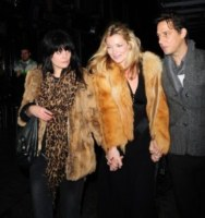 Alison Mosshart, Jamie Hince, Kate Moss - Londra - 13-11-2009 - Kate Moss, non è tutto nero quel che indossa…