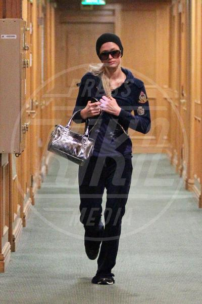 Paris Hilton - Beverly Hills - 30-01-2012 - A ogni star il suo bauletto