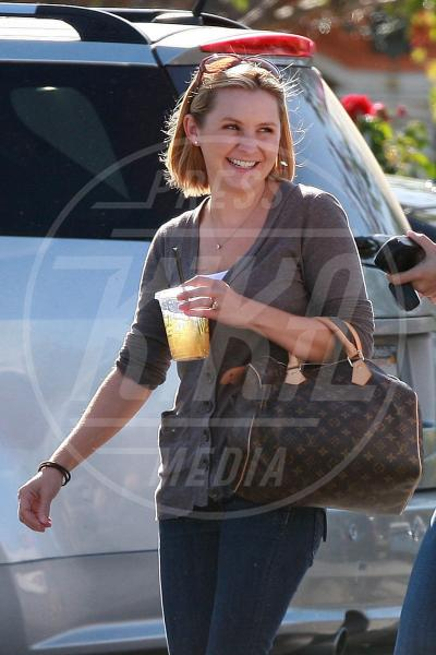 Beverley Mitchell - Los Angeles - 25-11-2009 - A ogni star il suo bauletto