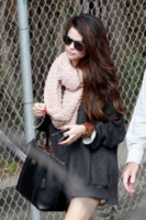 Selena Gomez - Los Angeles - 08-02-2013 - Con sto freddo con sto vento, chi esce senza sciarpa?